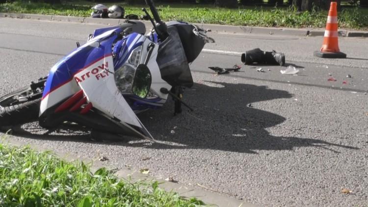 Stare Pole: Dwie osoby poszkodowane po zderzeniu motoroweru z samochodem…