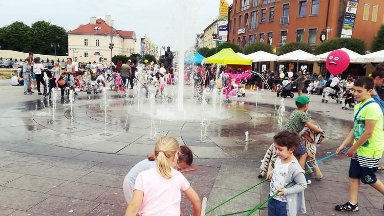 """""""Rodzinna sobota w centrum miasta"""". Gry i zabawy dla najmłodszych.…"""