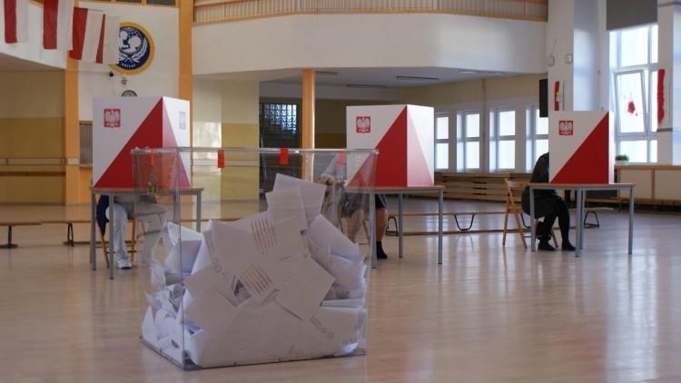 Czas decyzji. Trwają wybory samorządowe 2018.