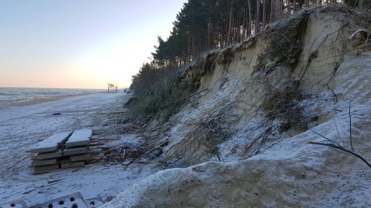 Zobacz, jak sztorm zniszczył wejście nr 69 na plażę w Stegnie
